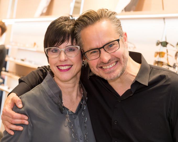 Karin Stehr und Henrik Orgreen in Partystimmung während der Eröffnungsfeier des umgebauten BELLEVUE Geschäfts im April 2016.