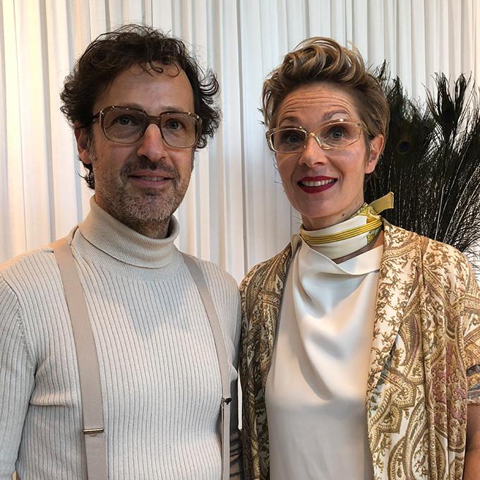 Etienne Frederiks und Susanne Klemm auf dem Messestand ihrer Brillenmarke Suzy Glam.