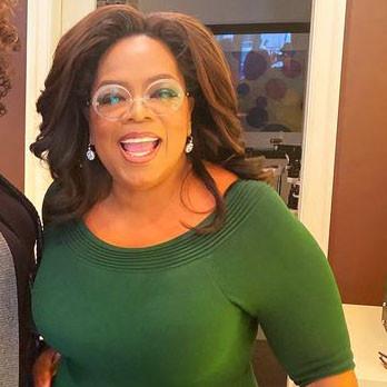 Oprah Winfrey trägt eine große runde Brille aus der Götti Randlos Kollektion Perspective.