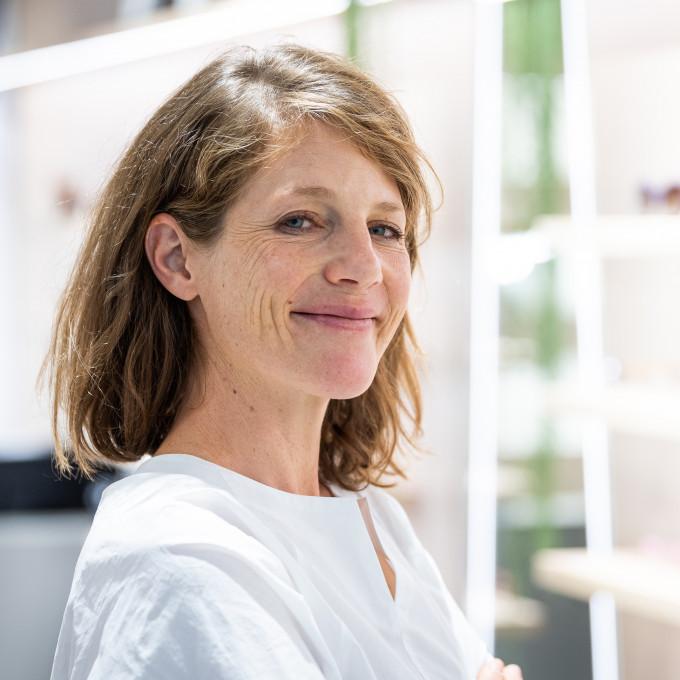 Veronika Wildgruber als Vertreterin der weiblichen Brillendesignerinnen im Geschäft von BELLEVUE.