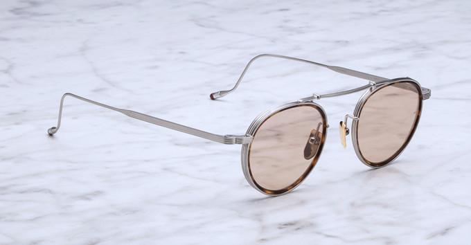 Ein klassisches Korrekturbrillenmodell, die Apollinaire in weißgold plattiert mit einem feinen Acetat-Innenring in havanna,
