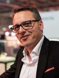 Hoffmann Inhaber Wolfgang Thelen hat mit Charme und Energie den Büffelhornbrillen eine große Bühne geschaffen.