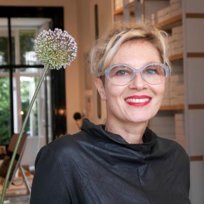 Susanne Klemm ist Namensgeberin, Designerin und Mitinhaberin der Brillenmark Suzy Glam.