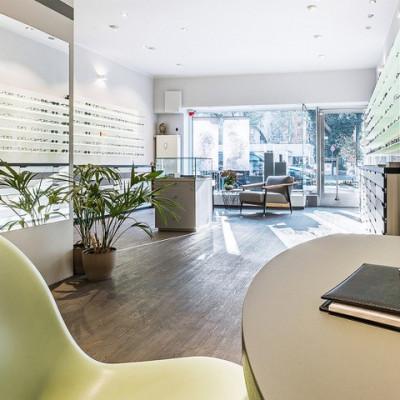 Einblick in das Geschäft von Optik Niederprüm in Köln.